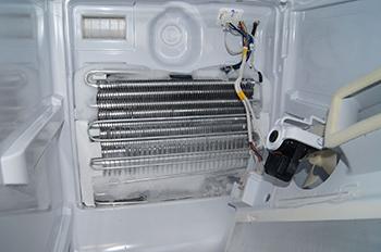 Холодильник снайге не холодит но морозит